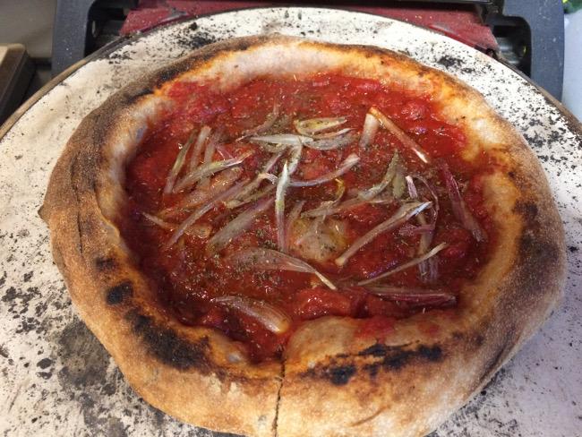 Pizza in cottura nel fornetto Ferrari