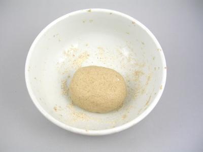 50g di farina integrale + 27ml di acqua, impasto 10 min. e lascio riposare per 48 ore