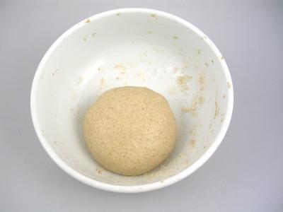 Aggiungo altri 50g di farina e altri 27ml di acqua, impasto 10 min. e lascio riposare per 48 ore.