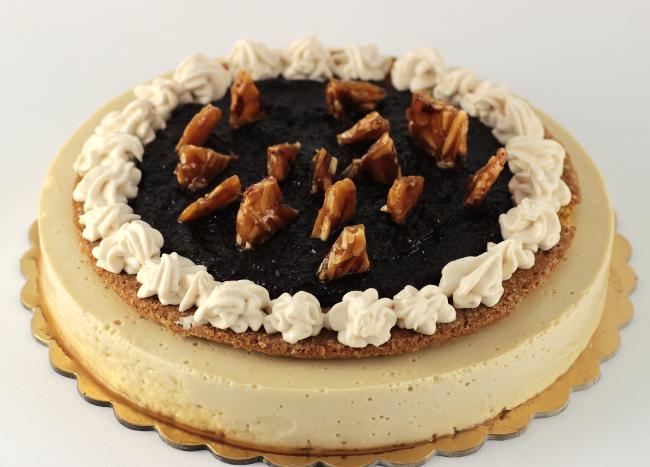 torta vegana mandorle vaniglia e marmellata